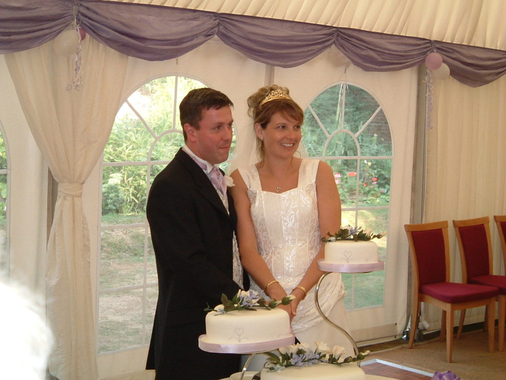 Bride & groom cutting of the cake